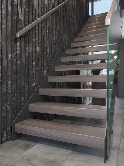 Åpne trapp med L-form trinn. Xtrapp