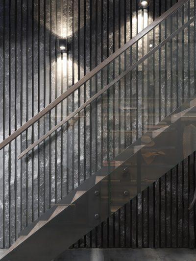 Modern trapp med metall vanger. Xtrapp